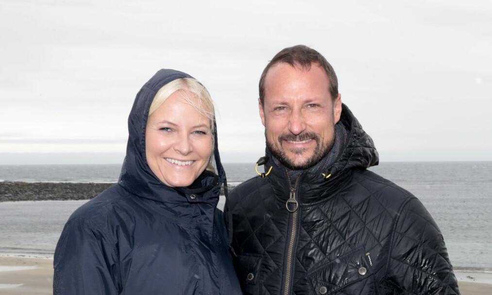DRO PÅ FERIE: Kronprinsfamilien dro forrige uke på hemmelig tur til Danmark, der de besøkte en surfeleir og et campingsted. Dette bildet er tatt i Skottland, ved en tidligere anledning. Foto: Lise Åserud / NTB scanpix