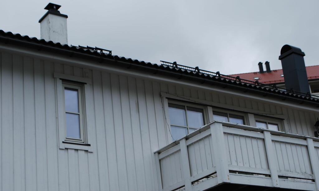 DRAPSETTERFORSKNING: En 48 år gammel mann stiller seg helt uforstående til at han må sittet varetektsfengslet i ytterligere fire uker, siktet for å ha drept sin kone i dette huset i Åsane i Bergen. Han nekter straffskyld. Foto: Leif Stang/Dagbladet