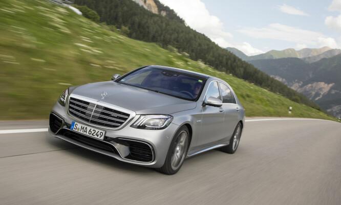 FARTSDJEVELEN: Mercedes-AMG S 63 4Matic+ gjør 0 til 100 på utrolige 3,5 sekunder! Det er 0,3 sekunder raskere enn superbilen SLR McLaren gjorde for ti år siden - med to tonn luksuslimousin! Foto: Daimler