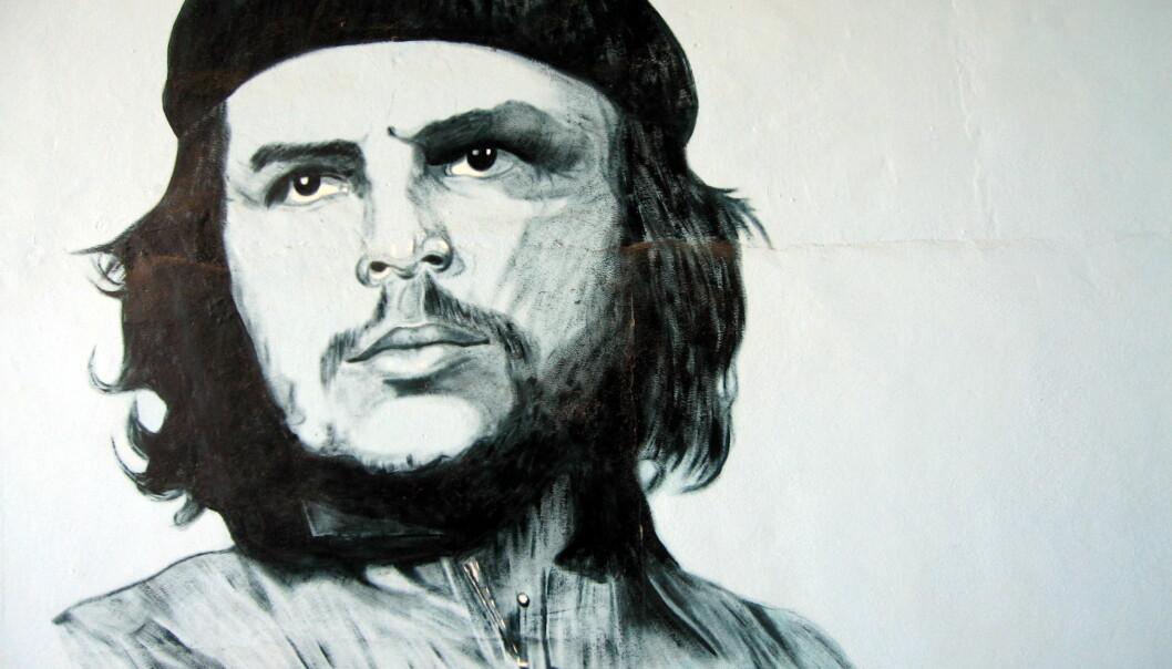 Flere steder i latinamerika dyrkes Che Guevara som en frigjøringshelt. Her fra et veggmaleri i Santa Clara i Cuba. Foto: Stein Hallingstad/ NTB scanpix.