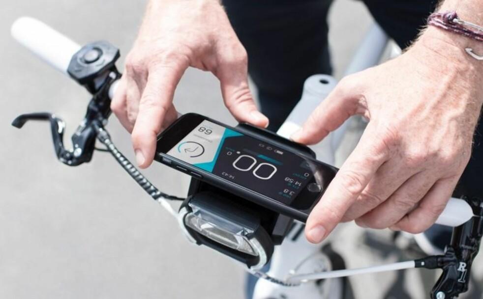 <strong>NYTT DISPLAY I EN FART:</strong> Cobi leverer braketter som erstatter elsykkelens eget display med smarttelefonen din. Foto: Cobi