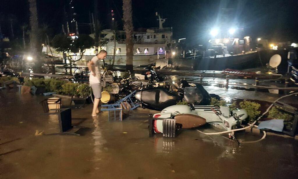 STORE SKADER: Det er store skader på den greske øya Kos etter jordskjelvet i natt. Jordskjelvet har blant annet ført til at flyplassen på øya er stengt. Foto: Sander van Deventer via AP / NTB scanpix