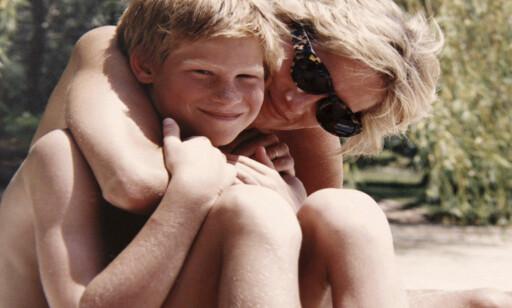 HASTVERK: Prins Harry (bildet) og prins William snakker i en ny dokumentar ut om den siste samtalen med moren, prinsesse Diana. Der forteller de at de hadde hastverk med å legge på. Foto: AP / NTB Scanpix