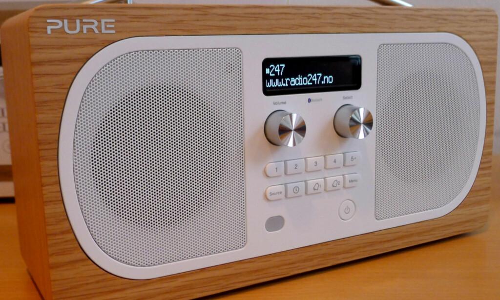 BESTE LØSNING: Tydelige knapper for favorittstasjoner gjør DAB+-radioen enklere både å bruke og stille inn. Foto: Tore Neset