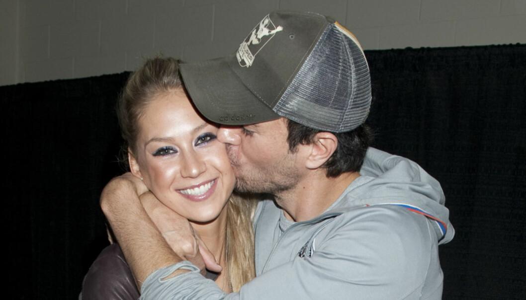 STØDIG PAR: Enrique Iglesias og den smellvakre tennisspilleren Anna Kournikova har vært kjærester siden 2001, men har fremdeles ikke giftet seg. Foto: Buzzfoto.com