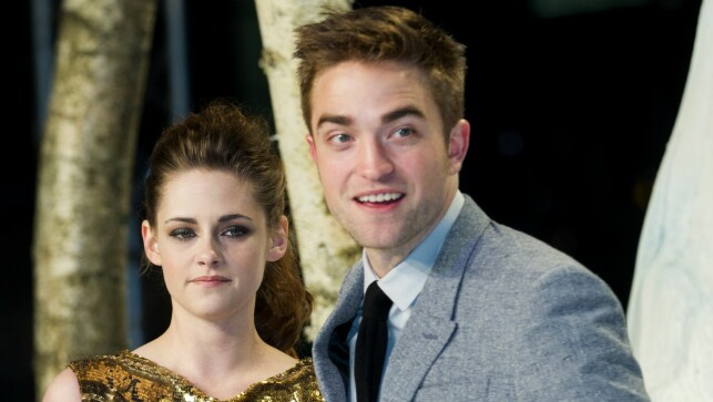 BRUDD: Kristen Stewart og Robert Pattinson falt for hverandre under den første «Twilight»-filmen. I 2012 innrømmet Stewart at hun hadde vært utro. Foto: INVISION / NTB Scanpix