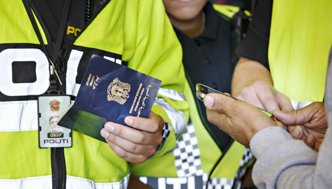 <strong>GRENSESJEKK:</strong> ID-arbeidet må starte allerede ved ankomst mens informasjonen er tilgjengelig og mulig å avdekke, skriver artikkelforfatter. Foto: Heiko Junge / NTB scanpix