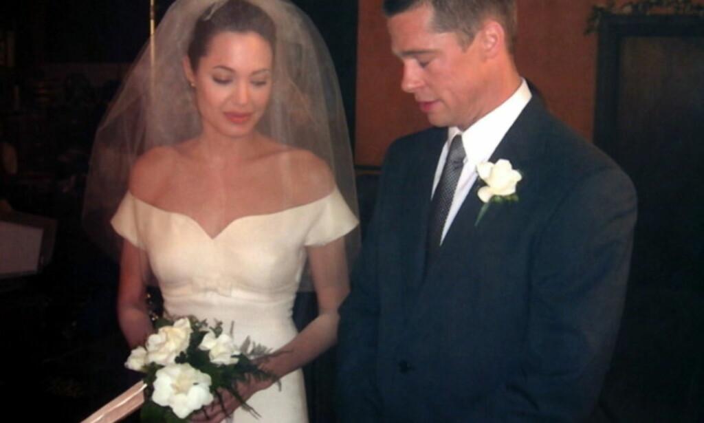 GIFTET SEG: Angelina Jolie og Brad Pitt giftet seg i 2014, men i 2016 tok lykken slutt. Dette bildet er fra en filmscene i «Mr. & Mrs. Smith», hvor paret forelsket seg. Foto: NTB scanpix