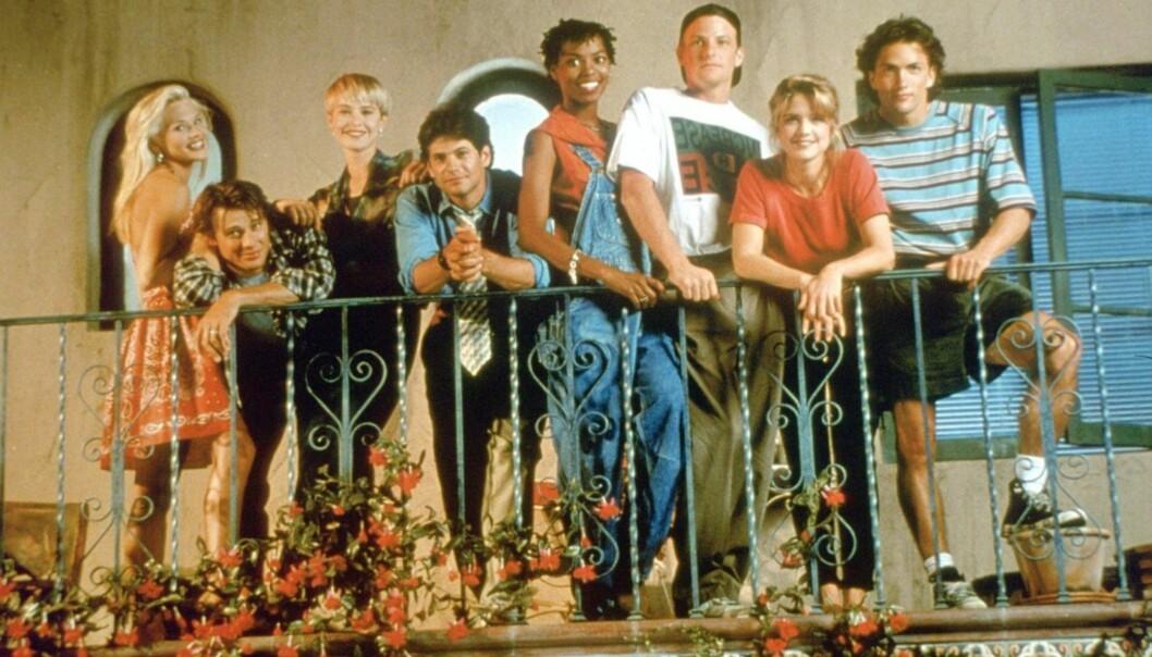 SUKSESS: «Melrose Place» var en stor serie på 1990-tallet. Fra venstre ser vi Amy Locane, Grant Show, Josie Bissett, Thomas Calabro, Vanessa Williams, Doug Savant, Courtney Thorne-Smith og Andrew Shue. Foto: Fox, TV 3
