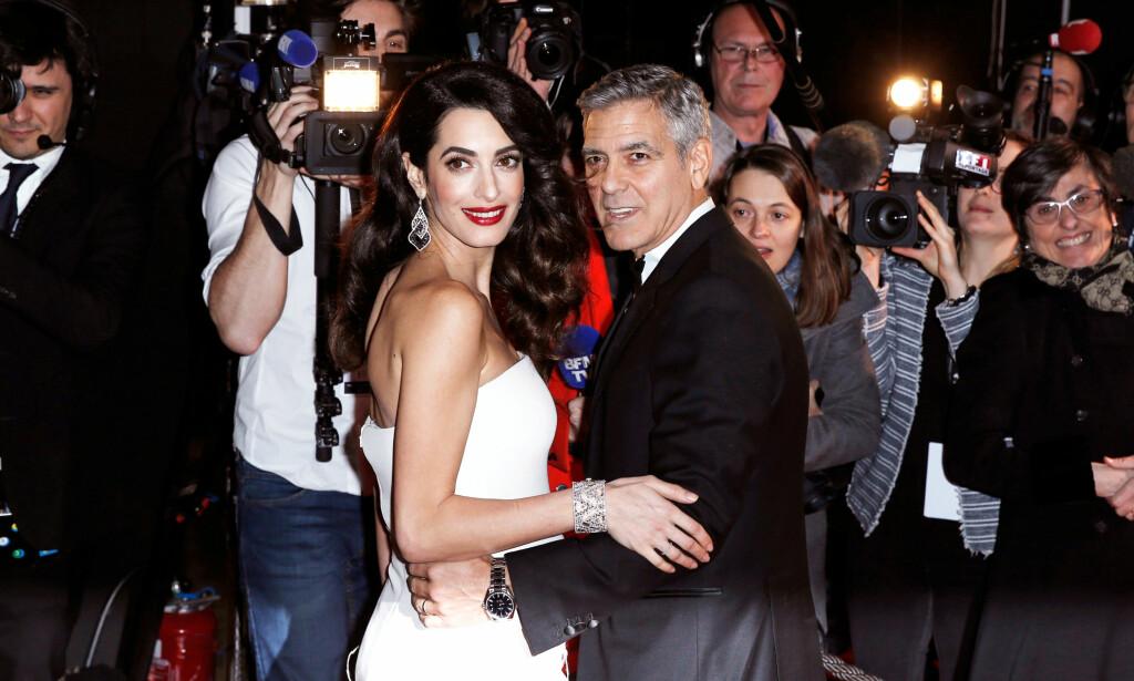 IKKE FORNØYDE: George og Amal Clooney er ikke fornøyde med at et fransk magasin publiserte bilder av deres nyfødte tvillinger på forsiden sin. Foto: NTB scanpix
