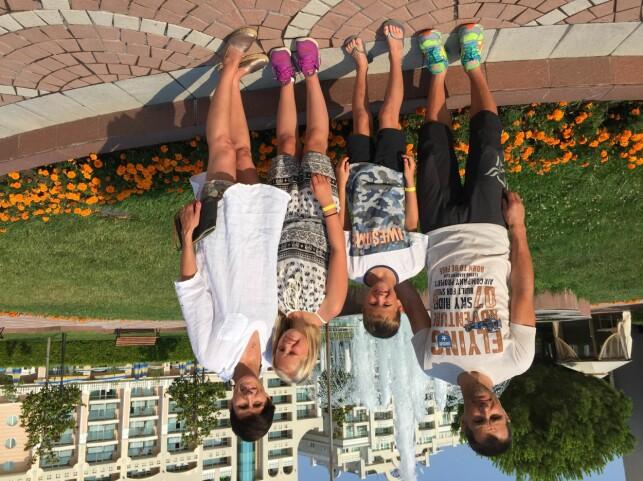 BLE SYKE: Far Steffan Hartz Repshus og sønnen Johan Ottar ble syke under ferieoppholdet i Pomorie i Bulgaria. Maren og Camilla ble ikke rammet. Foto: Privat