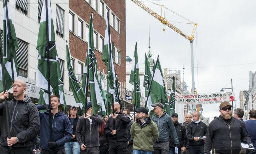 image: Nynazistene fikk gå i fred. Ole ble påsatt i håndjern og bortvist da han sto foran dem