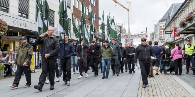 Kristiansand: Nynazistene fikk gå i fred. Ole ble påsatt håndjern og bortvist da han sto foran dem