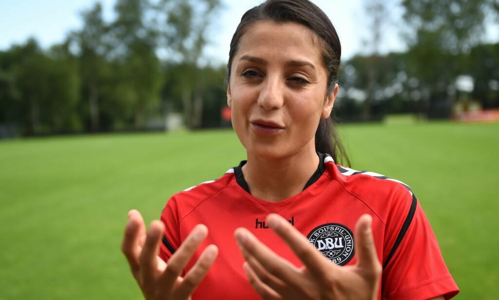 VANSKELIG BARNDOM: Nadia Nadim har en vanskelig barndom bak seg. Nå er hun en av Danmarks kjæledegger på fotballbanen. Foto: AFP PHOTO / DANIEL MIHAILESCU