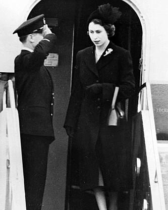 IKKE FORBEREDT: Elizabeth ankommer Storbritannia etter farens død, 7. februar 1952. Foto: AP / NTB Scanpix