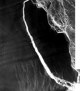 SYNLIG: Sprekken er godt synlig også på Nasas satellittbilder. Foto: Nasa