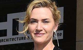 SETTER FOTEN NED: Kate Winslet nekter familiemedlemmene å ha kontoer på sosiale medier. Foto: NTB Scanpix