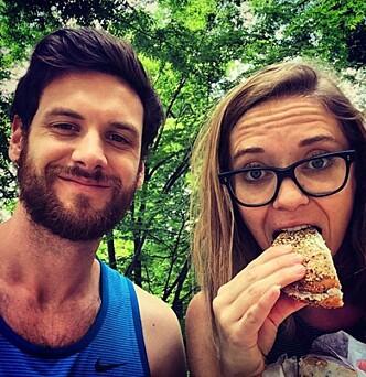 <strong>SLIK STARTET TUREN:</strong> Kyle og Ashley i Paris på sin første dag av reisen som forandret livene deres. Foto: Kyle James