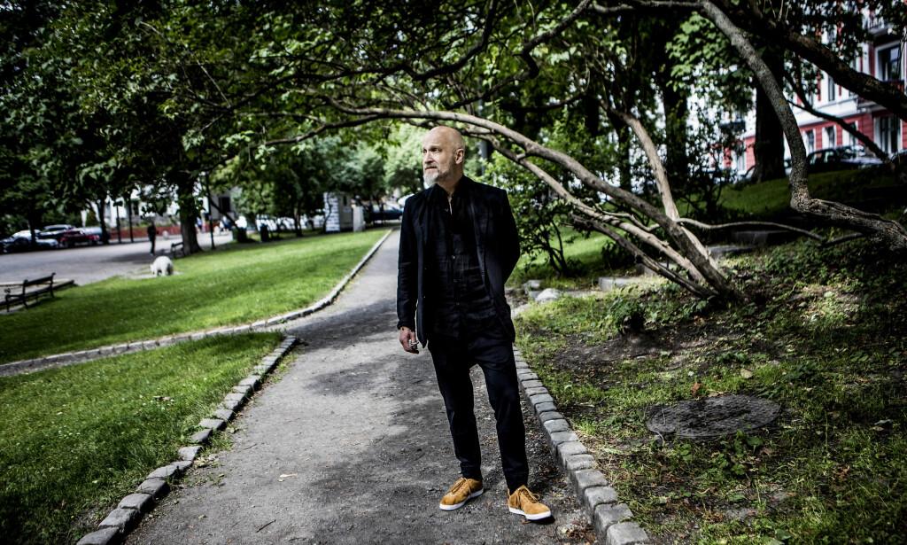 LITTERÆRT LANDSKAP: Lars Saabye Christensen på Vestkanttorget i Oslo, et av stedene som dukker opp i den nye romanen, og som han stadig vender tilbake til i bøkene sine. Foto: Christian Roth Christensen