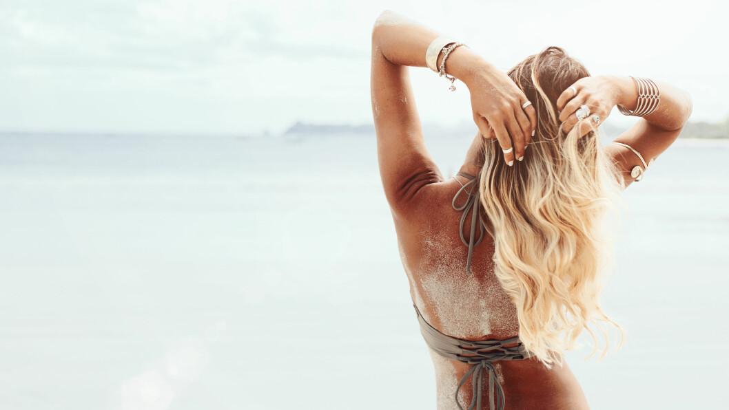 HÅR SOL: Det er viktig å beskytte håret når du er mye ute i sommersola.  Foto: NTB Scanpix