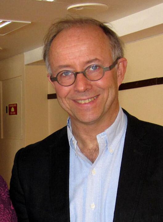 UKJENT ÅRSAK: Spesialist i nevrologi, Einar Kinge ved Sandvika Nevrosenter, forteller at årsaken til RLS er ukjent.  Foto: Privat