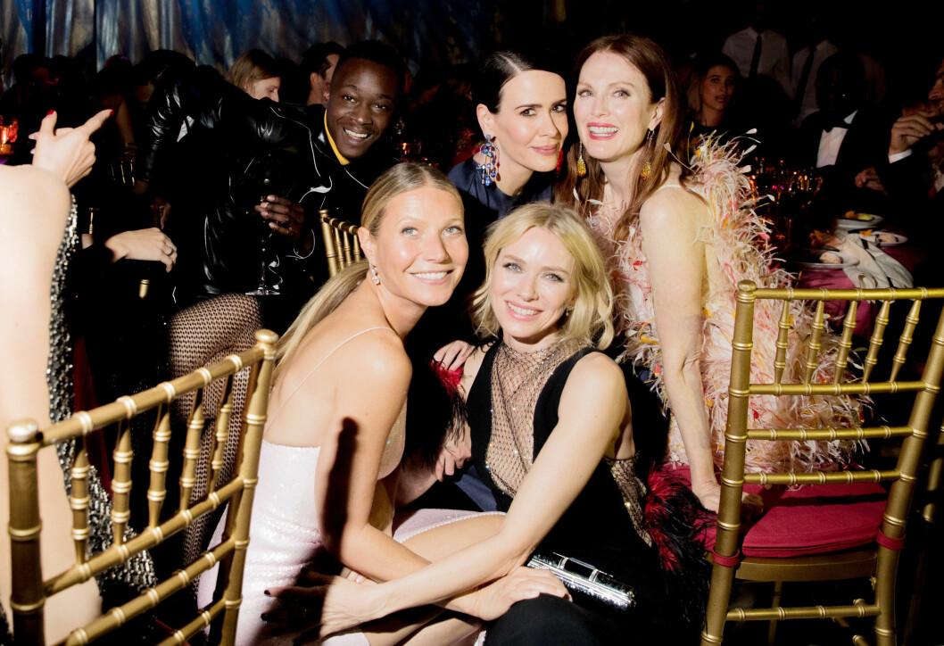 HOLLYWOOD: Naomi Watts er en av Hollywoods hotteste skuespillere. Her med skuespiller-kollegene Gwyneth Paltrow, Sarah Paulson og Julianne Moore på en tilstelning i New York i mai. Foto: NTB Scanpix
