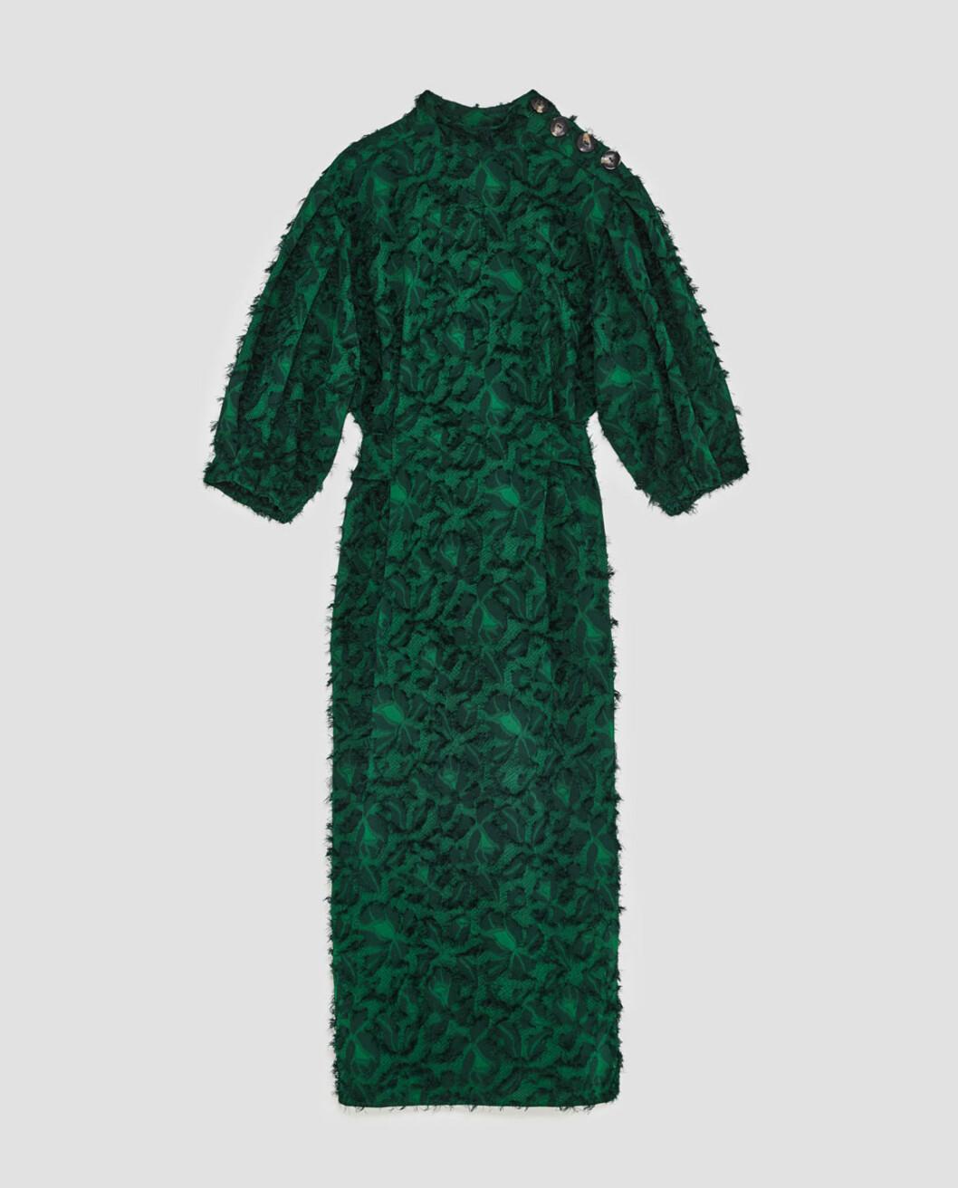 <strong>Kjole fra Zara | kr 599 | https:</strong>//www.zara.com/no/no/dame/nyheter/midikjole-med-frynser-c840002p4858589.html