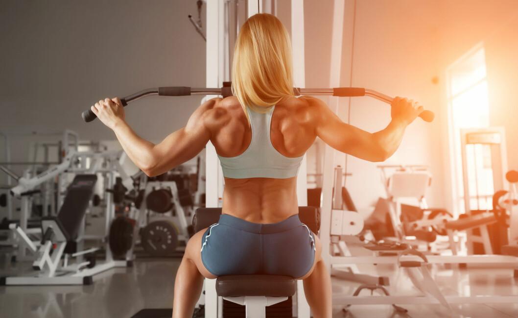 Mye stillesitting og inaktivitet er slett ikke bra for ryggen. Sørg for at musklene på baksiden av kroppen er like sterke som de du har på fremsiden. Foto: NTB/Scanpix