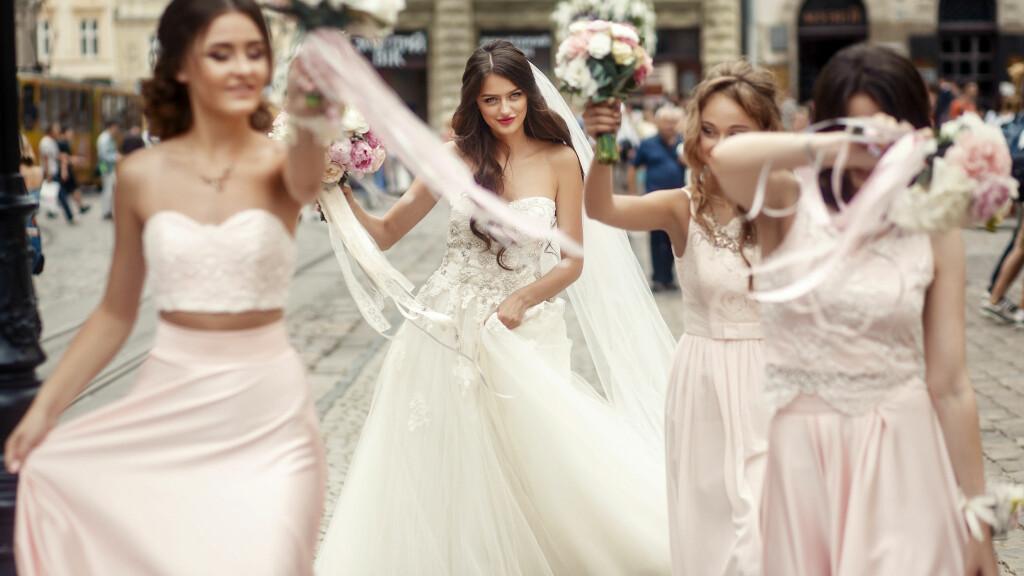 0607ea7b Bryllup: - Ja, vi ser at flere velger å ha venninner som brudepiker ...
