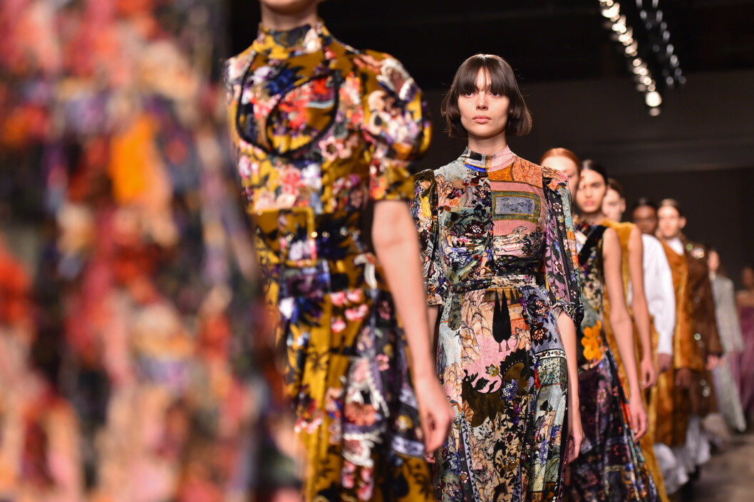 Models on the catwalk during the Erdem Autumn/Winter 2017 London Fashion Week show at the Old Selfridge's Hotel, London.PRESS ASSOCIATION Photo. Picture date: Monday February 20th, 2017. Photo credit should read: Matt Crossick/PA Wire.  Foto: Pa Photos