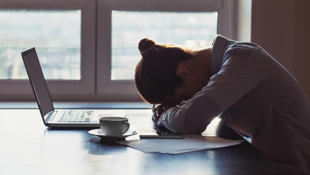SLUTT MED KOLLEGA: Har du vært sammen med en kollega kan bruddet gjøre det vanskeligere for deg å prestere på jobb, mener terapeut.