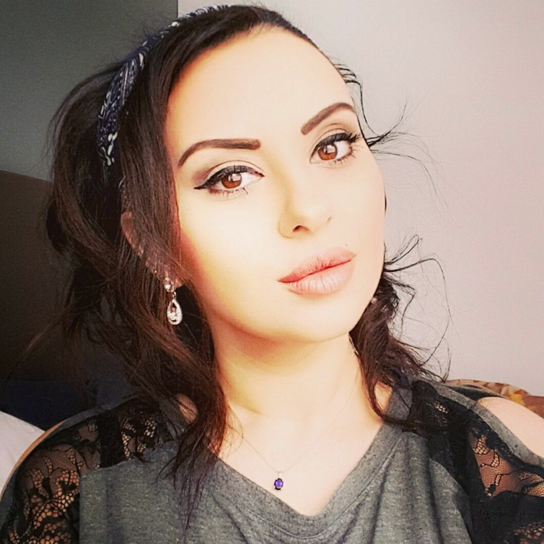 BLOGGER OM HIJAB: Laial Ayoub fra Oslo brukte hijab i mange år, men har nå sluttet. Hun syns muslimske kvinner selv skal få bestemme hvorvidt de vil ikle seg hijab eller ikke. Foto: Privat