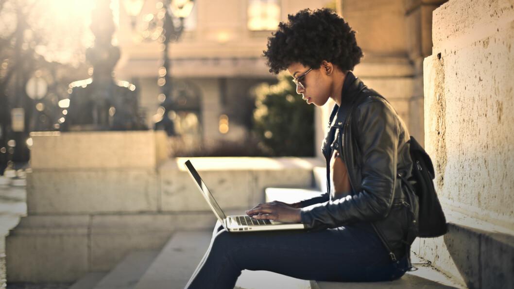 JOBBSØKING: Synes du jobbsøking er skremmende? Ekspertene mener vi bør bli flinkere til å selge oss selv inn. Foto: NTB Scanpix