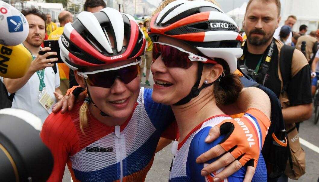 <strong>SEIER:</strong> Marianne Vos (til høyre) vant EM fellesstart. Her med olympisk mester Anna van der Breggen etter OL i Rio. Foto: NTB Scanpix