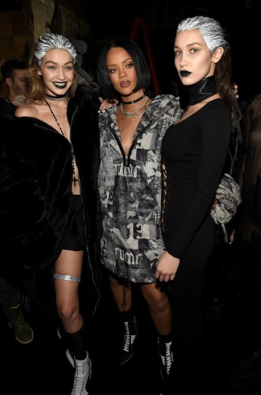 FENTY: Gigi Hadid (t.v.) og Bella Hadid (t.h.) gikk på catwalken da Rihanna (i midten) presentert sin Fenty Puma by Rihanna AW16-kolleksjon. Foto: Afp