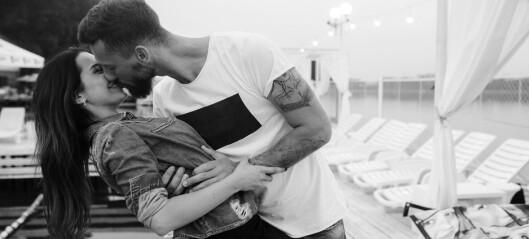 Hva skjer i kroppen når du kysser en person for første gang?