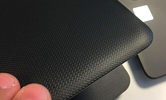 <strong>PLAST:</strong> De fleste PC-er til under 4.000 kroner har plastinnpakning. Det kan være helt greit, men gir en litt billigere følelse og er gjerne litt mindre robuste enn PC-er som er pakket inn i metall. Foto: Bjørn Eirik Loftås