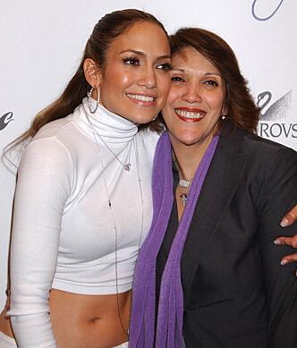 SKVÆRET OPP: Jennifer Lopez og moren har ikke alltid hatt et like nært forhold, men de siste årene har de ordnet opp i problemene. Foto: NTB scanpix