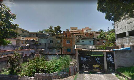 image: Turistfamilien spurte etter vann. Endte opp med å bli beskutt av en av Rios verste gjenger