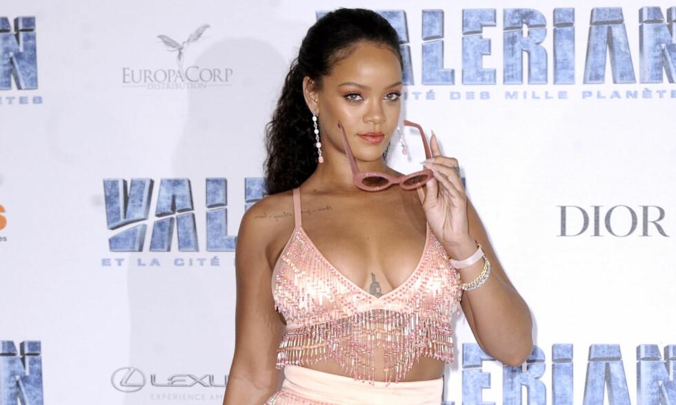 FANSEN REFSER EKSEN: Mens Rihanna ferierer på Barbados, tar fansen superstjernen i forsvar på Instagram. Foto: NTB Scanpix