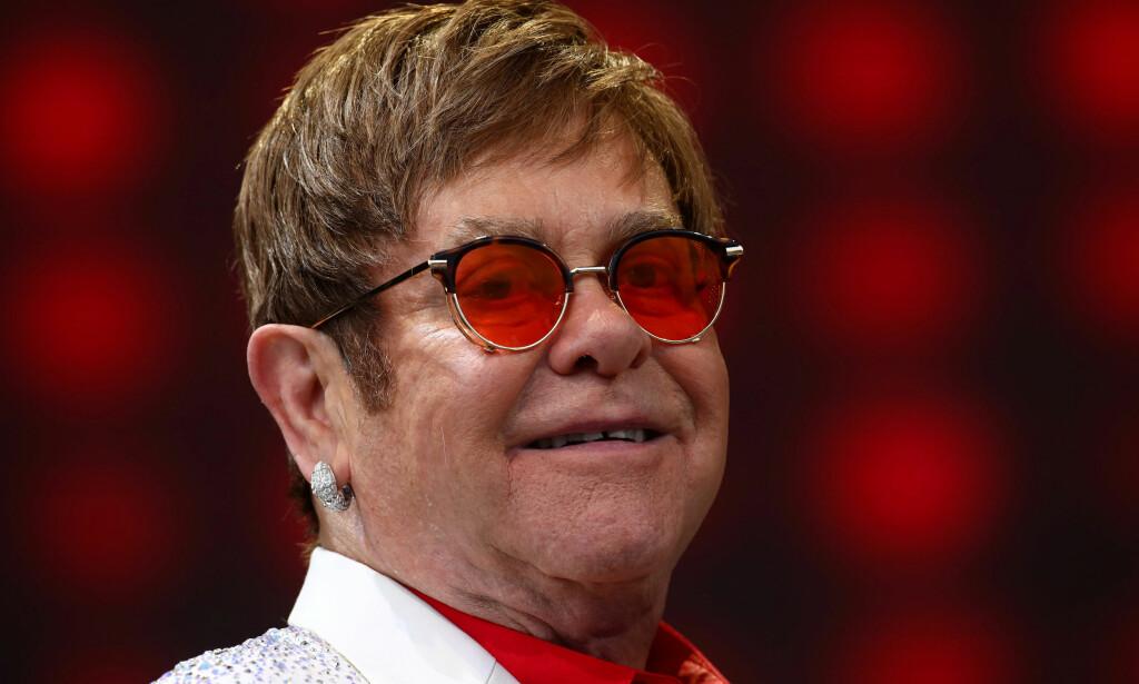 ANNONSERTE NYHETER: Elton John annonserte onsdag kveld at han pensjonerer seg fra turnélivet. Men først skal han legge ut på en aller siste runde. Foto: Neil Hall / Reuters / NTB Scanpix