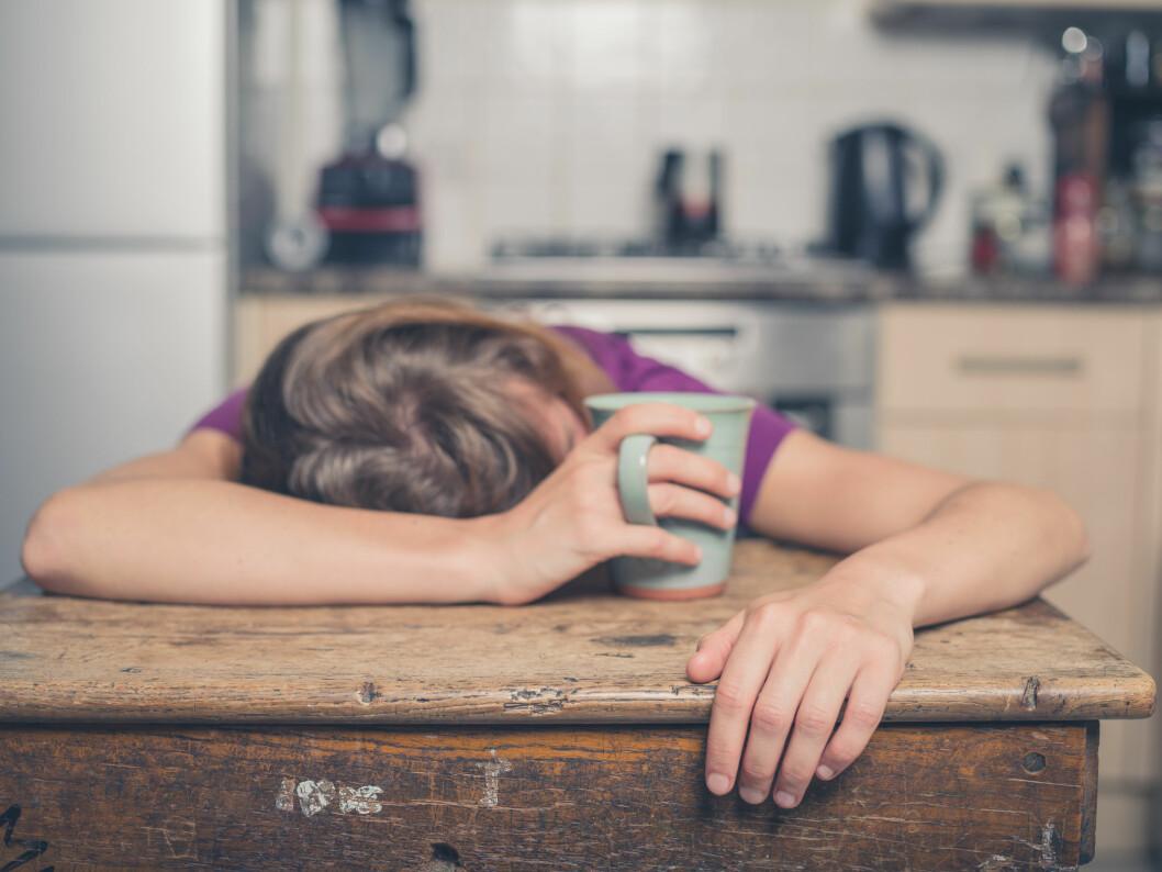 SLITSOMT: Mange med tinnitus opplever det som svært plagsomt. Noen sliter med søvnen på grunn av den plagsomme lyden.  Foto: Shutterstock / Lolostock