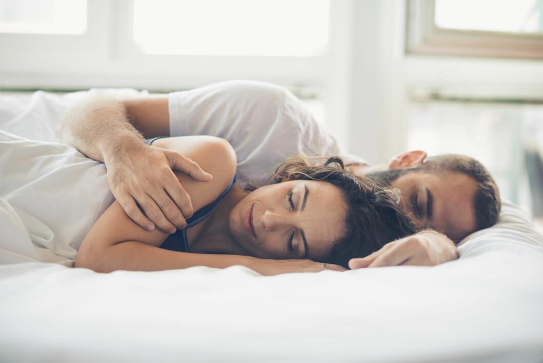 TILPASSING: Det er ikke alle som liker å sove med andre. Men du må tilpasse deg et nytt sted, både fysiologisk og psykisk. Foto: NTB scanpix