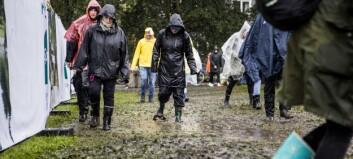 Fuktig start på Øyafestivalen - folk trosser likevel regnværet