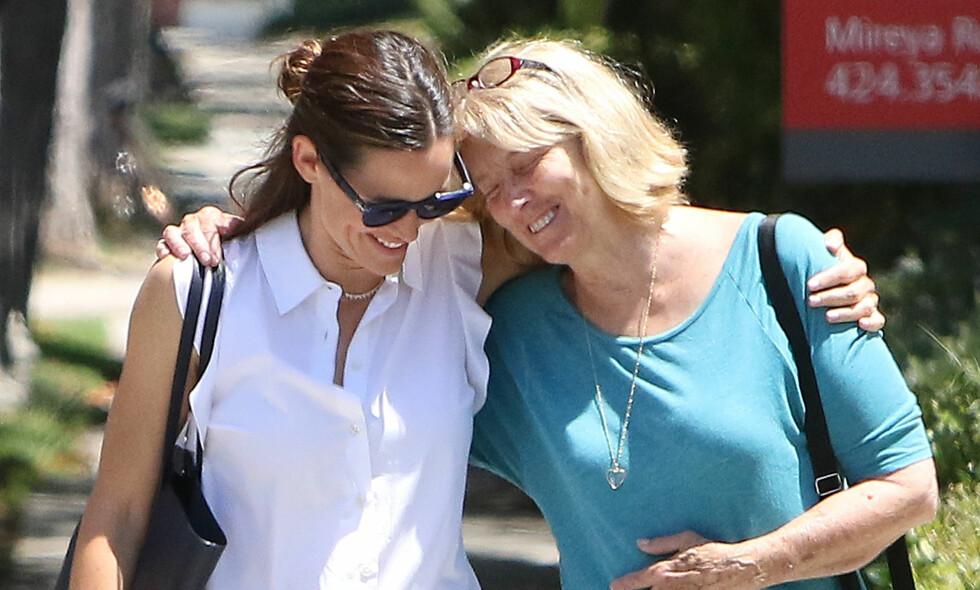 GODE VENNER: Selv om Jennifer og Ben har gått hvert til sitt ser det ut til at Jennifer fortsatt er god venninne med eks-svigermor. Foto: NTB scanpix