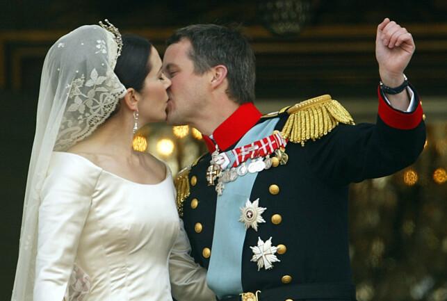 GIFT: Kronprins Frederik og kronprinsesse Mary giftet seg i 2004. Foto: AFP