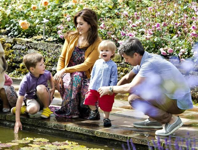 FIRE BARN: Mary og Frederik har fire barn sammen. Her sammen med prins Christian og prins Vincent i 2012. Foto: AFP