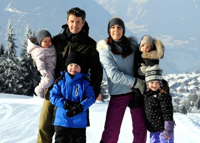 KRONPRINSFAMILIEN: Den danske kronprinsfamilien koste seg på ferie i Sveits i 2012. Foto: AFP