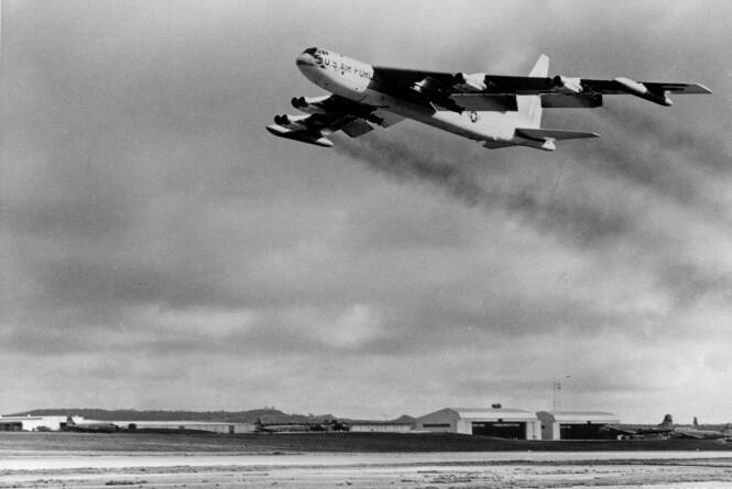 FLYBASE: I 1944 opprettet det amerikanske militæret Andersen Air Force Base på Guam. Under Vietnam-krigen var den meget viktig for USAs bombetokt. Foto: AP Photo / NTB Scanpix