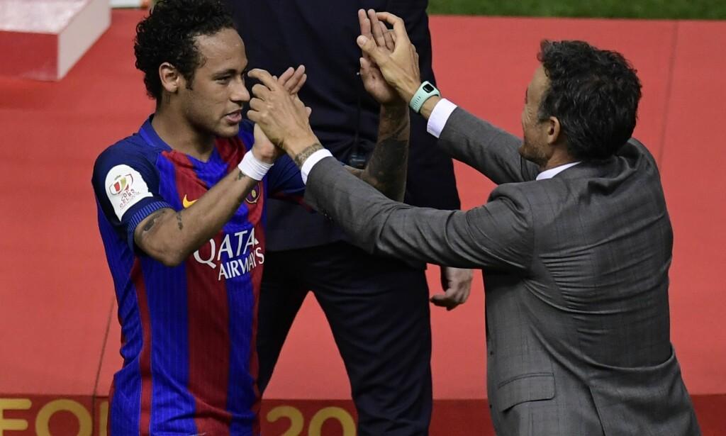 GODT FORHOLD: Tidligere Barcelona-trener Luis Enrique og Neymar. Foto: AFP PHOTO / JAVIER SORIANO / NTB Scanpix